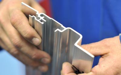 Hoe leg je aluminium profielen vast?